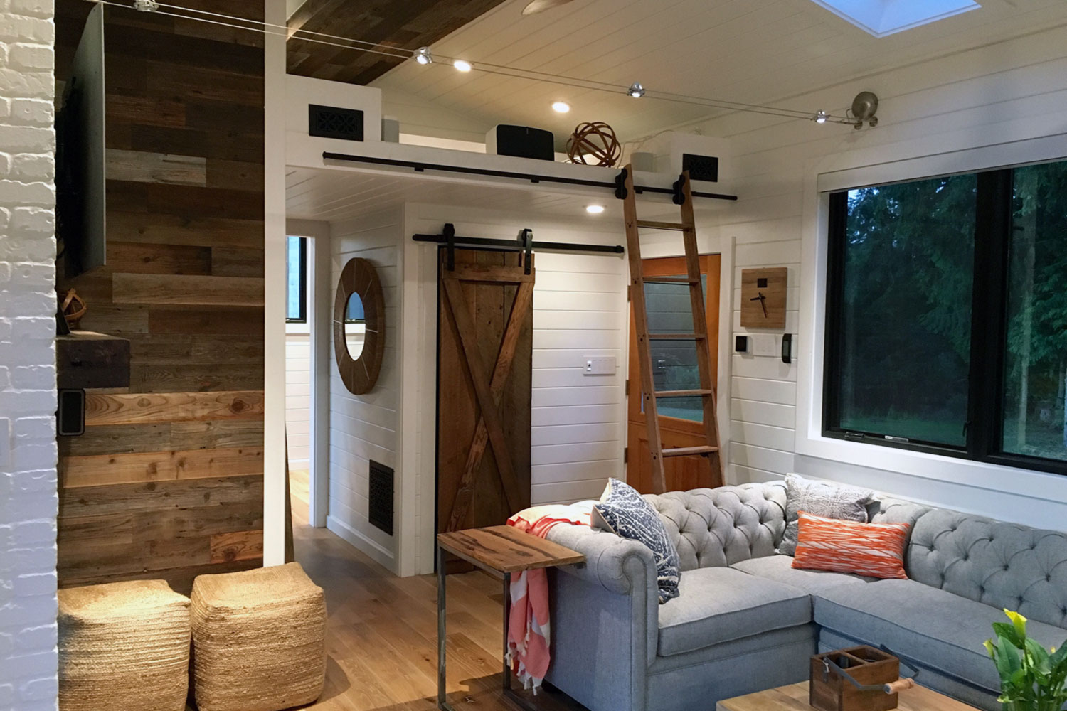 Tiny house town the hawaii house by tiny heirloom for Hawaii home builders