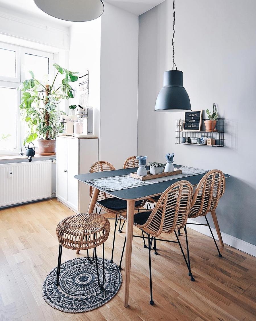 Szarości, prostota i odrobina skandynawii, wystrój wnętrz, wnętrza, urządzanie domu, dekoracje wnętrz, aranżacja wnętrz, inspiracje wnętrz,interior design , dom i wnętrze, aranżacja mieszkania, modne wnętrza, szare wnętrza, styl skandynawski, scandinavian style, urban jungle, kuchnia, kitchen, biała kuchnia, skandynawska kuchnia, projekt kuchni, meble kuchenne, jadalnia, stół, krzesła