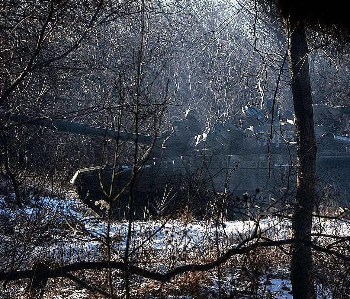 Tanque pró-russo se posiciona perto de Debaltseve, Ucrânia.