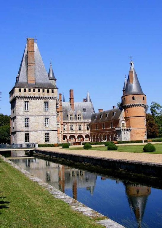 Maintenon foi sendo construído entre os séculos XII e XVII