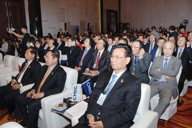 participation record d'environ six cent hommes d'affaires et hauts fonctionnaires