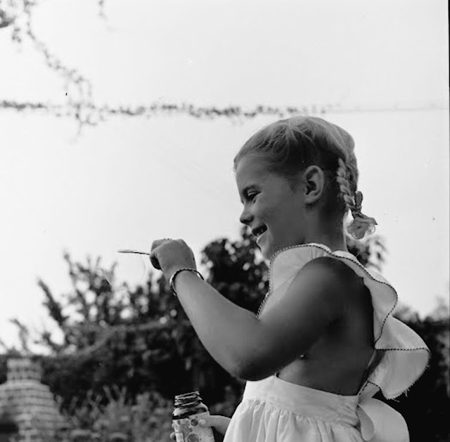 35 Rare and Adorable Photos of Child Star Natalie Wood in ...
