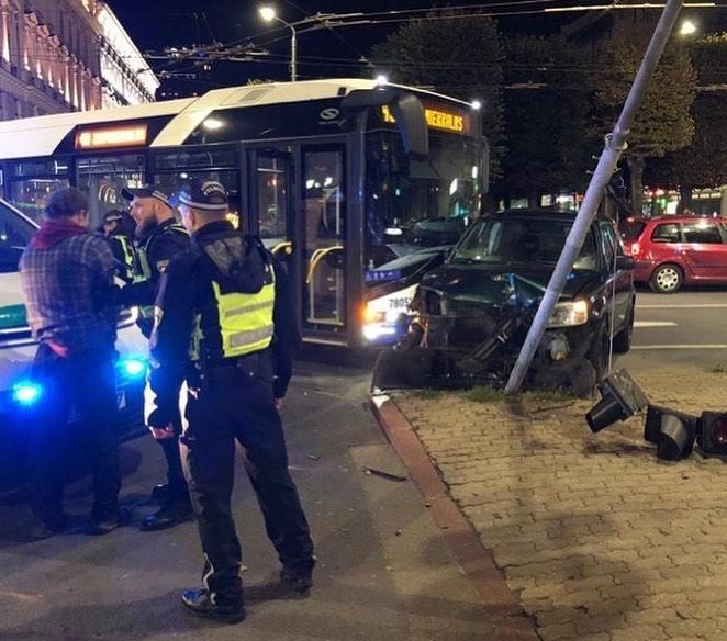 Policija aiztur autovadītāju