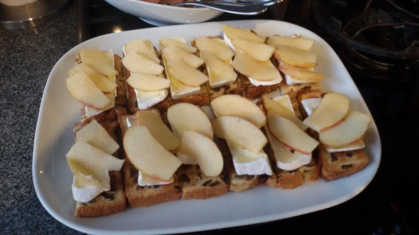 Vaak Elke Hap: 2 snelle aperitiefhapjes: Rozijnenbrood met brie  #QK36