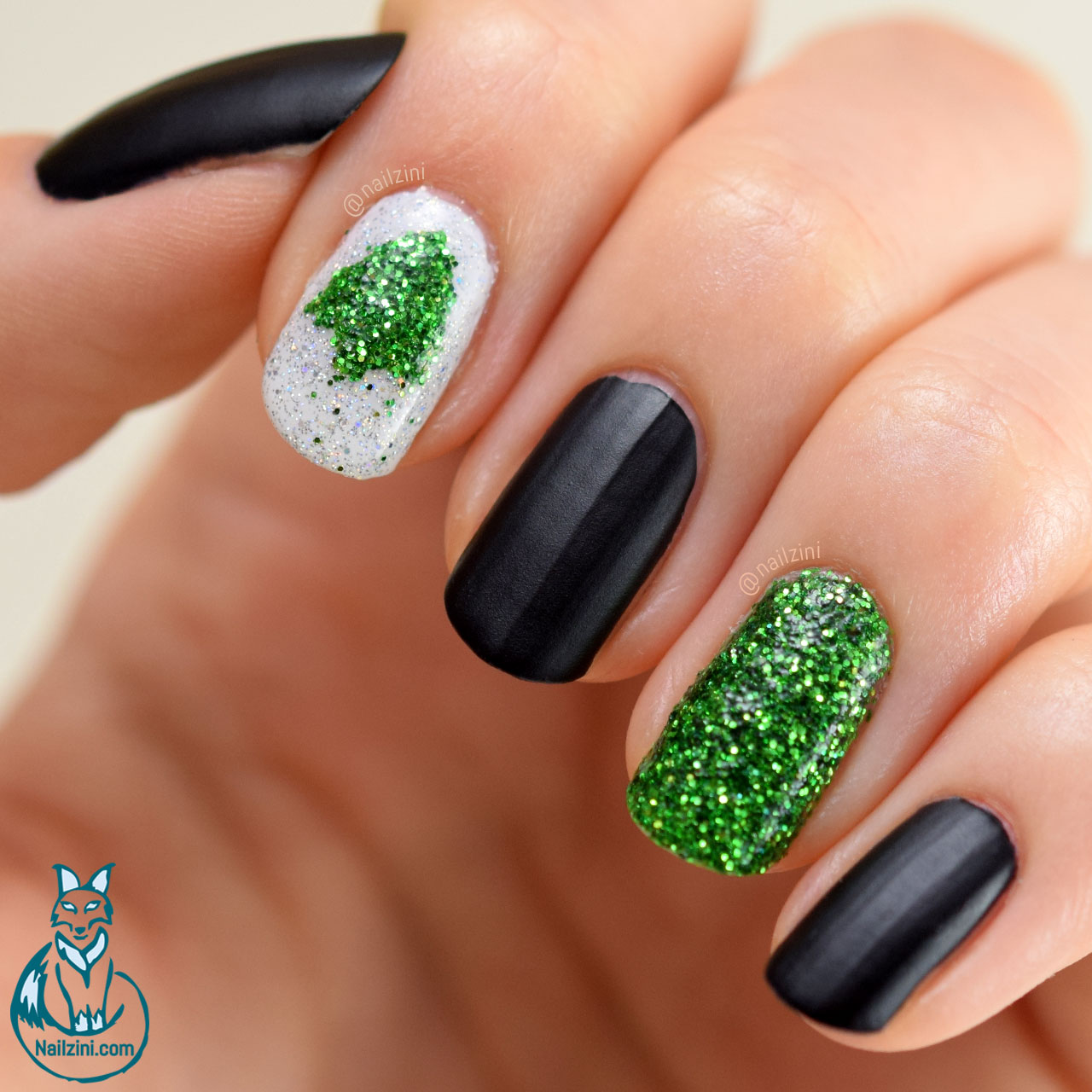 Glitter Christmas Tree Nail Art WITHOUT Nail Art Tools
