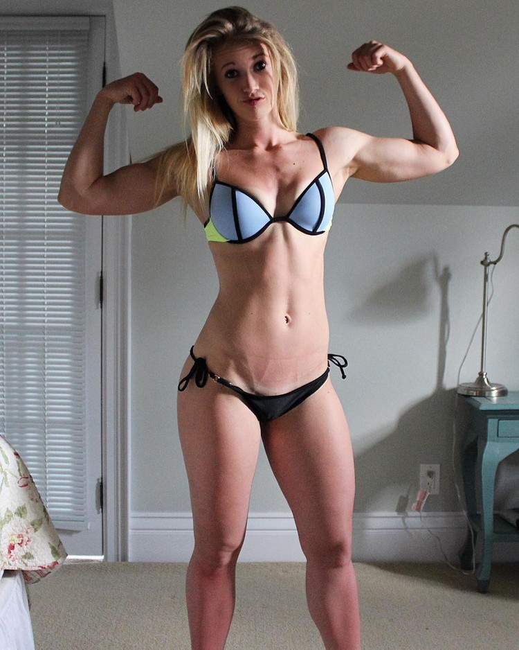 Amy Peletier young blonde fitness model has some ABS