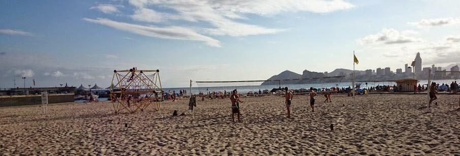En la playa de Benidorm.