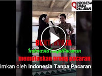 Video Muslimah Ini Nekat Putusin Pacarnya Lewat Telpon Dan mendapat Sorakan Banyak Orang