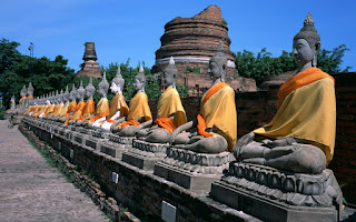 Buddhism_temple_of_Budhha_with_rock_statues_image.jpg