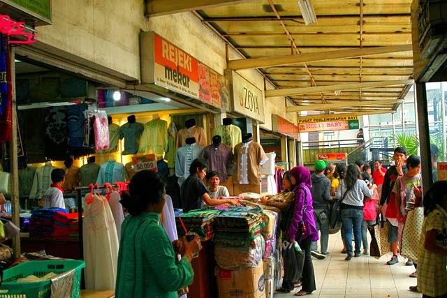 PASAR BARU TRADE CENTER - BANDUNG. Kota Bandung dikenal memiliki kekayaan  budaya tradisional 5a92ff5bae