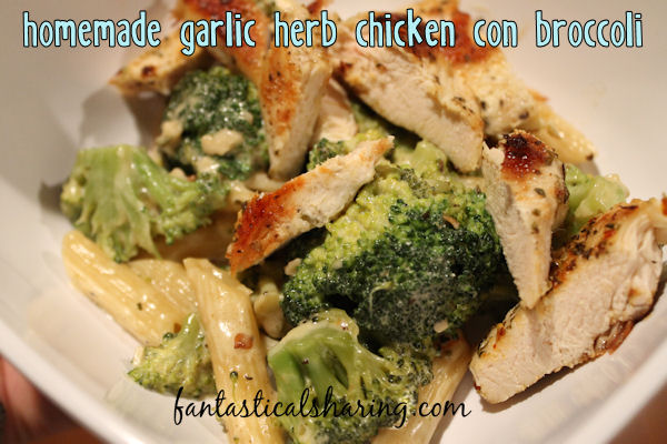 Homemade Garlic Herb Chicken con Broccoli | A fabulous Olive Garden copycat with seasoned grilled chicken on top of pasta and broccoli in a creamy Alfredo-like sauce #copycat #pasta #olivegarden #recipe