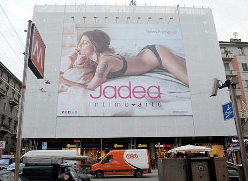kontroversi iklan papan reklame