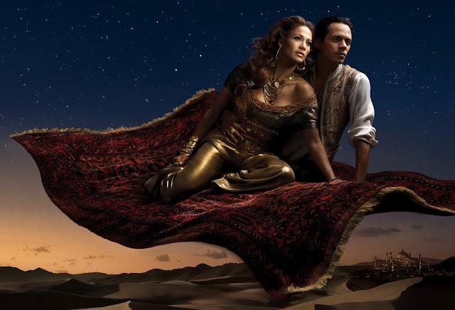 A cantora Jennifer Lopez e o cantor Marc Anthony interpretam a Princesa Jasmine e Aladdin.