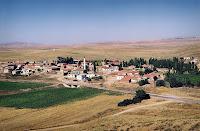 Tarlalar arasında bir köy