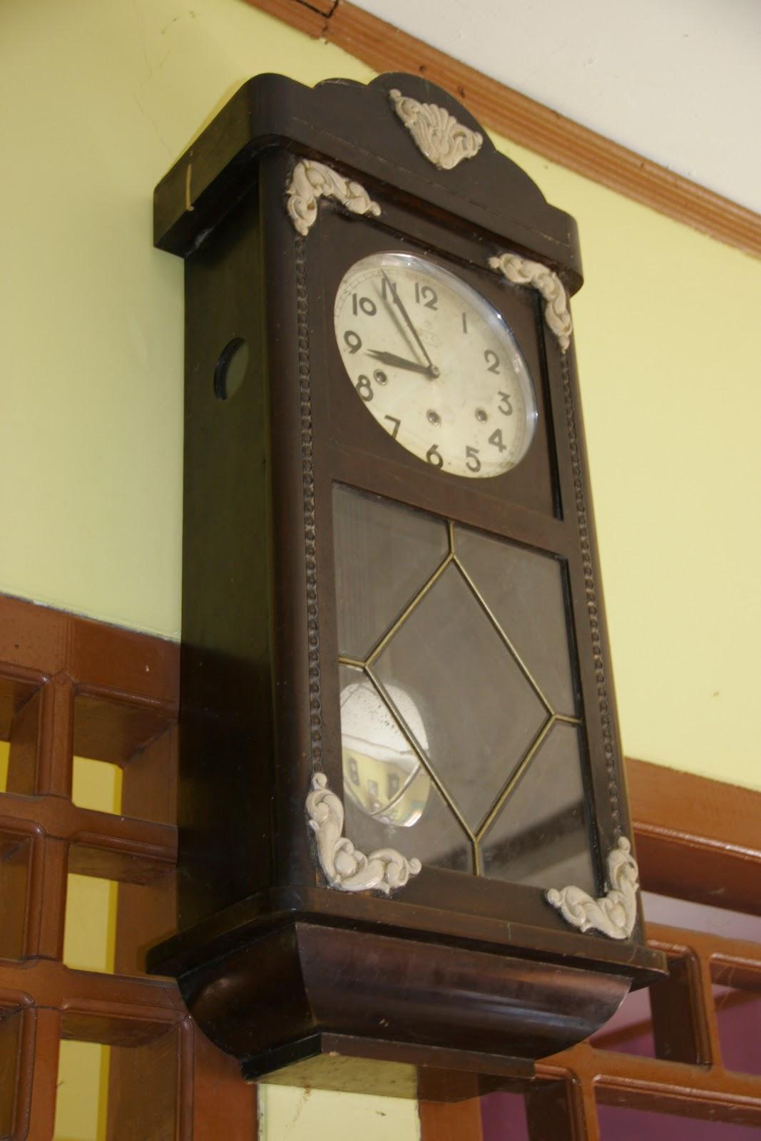 Bulan lalu saya sempat motret beberapa koleksi jam junghann bokap di  sukabumi (beberapa karena banyak) c0fad775b3