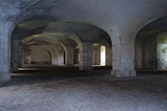 Place de Briançon — Caserne du fort des Têtes… Le rez-de-chaussée servait d'arsena