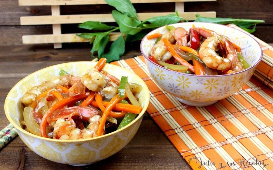 Wok de langostinos o gambones con verduras. Julia y sus recetas