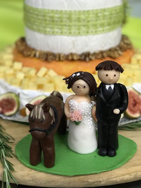 hand modellierter Cake Topper, Maigrün, Pink, Frühlingshochzeit in den Bergen am See, Hochzeitshotel Riessersee Hotel Garmisch-Partenkirchen, heiraten in Bayern, Hochzeitsplanerin Uschi Glas