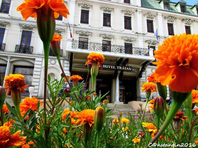 Grand Hotel Traian - Iaşi - Fotografiazã de jos - hotelul vãzut de la nivelul florilor - blog Foto-Ideea