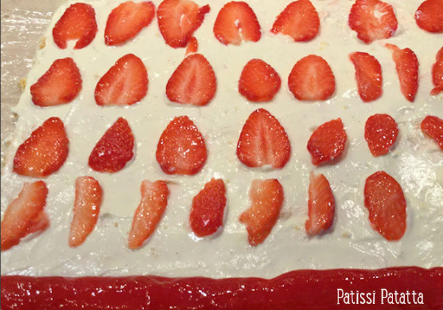 Recette de fraisiers roulés, fraisier, fraisier autrement, roulés de fraises, crème diplomate, recette de la crème diplomate à la fève tonka, fève tonka, fraisiers individuels, recette biscuit roulé, tutoriel fraisiers roulés, gâteau fête des mères