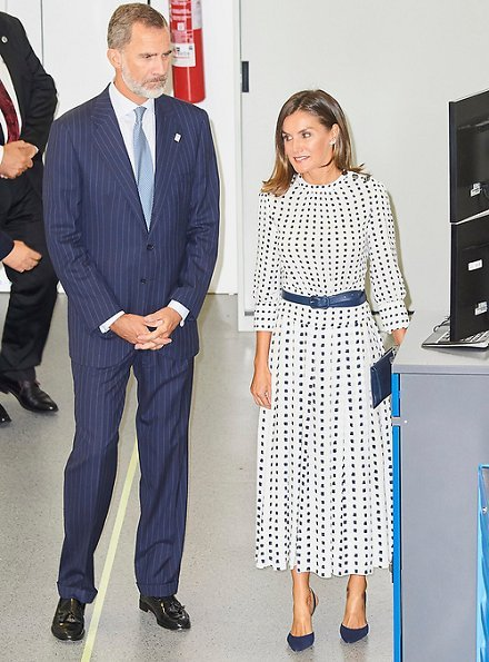 Queen Letizia wore Massimo Dutti Print Dress and Queen Letizia wore Carolina Herrera High heel slingback blue pumps