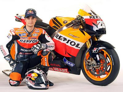 Biografi Daniel Pedrosa   Biodata   Nama lengkap : Daniel Pedrosa Ramal  Kebangsaan : Spanyol  Tempat dan tanggal lahir : Sabadel, Catalunya, Spanyol, 29 September 1985  Tim saat ini : Repsol Honda Team  Nomor motor : 26  Jumlah seri GP : 162  Jumlah kemenangan GP : 35  Juara dunia GP : 3 kali (1 di GP125cc 2003 dan 2 di GP250cc 2004-2005)  Biografi    Dani Pedrosa lahir di Sabadell, Spanyol, 29 September 1985 merupakan salah satu pembalap MotoGP sukses.  Walaupun tidak tersohor seperti Valentino Rossi, namun ia tidak kalah jauh dengan prestasi yang di  dapatkan di motoGP. Pedrosa mulai mengenal mengendarai sepeda motor pada usia 4 empat tahun dengan sepeda motor pertamanya yaitu Italjet 50. Sepeda motor balap pertamanya adalah replika sepeda mini Kawasaki, yang ia punya pada usia 6 tahun dan digunakan untuk balapan dengan teman- temannya.  Pada waktu usia 6 tahun Pedrosa mengikuti perlombaan di balapan yang seharusnya hanya untuk usia 9  tahun, ia mengikuti kejuaraan sepeda motor mini Spanyol dan mengakhiri musim debutnya di tempat kedua,  lalu Pedrosa meraih podium pertama di balapan kedua musim itu. Dani Pedrosa memulai karirnya di dunia balap motor ketika ia baru berusia 12 tahun dan ia menjadi juara 3 pada Spanish Pocket