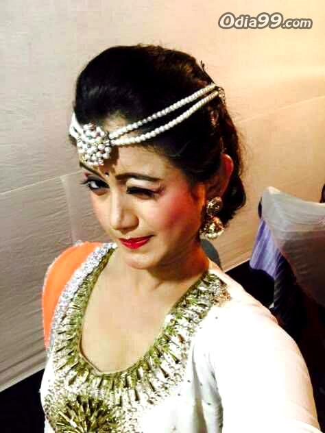 Elina Samantray Hd Photo, Age, Upcoming Movie, Mobile Number, Education, Wiki, Family Address -3779