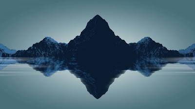 Brutal montaña reflejándose en el lago