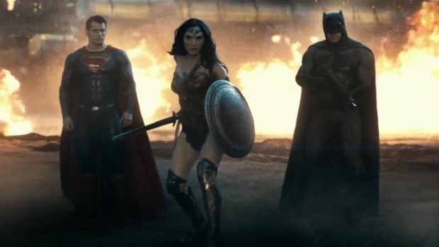 Cinematosis batman vs superman los demonios no vienen for Puerta wonder woman