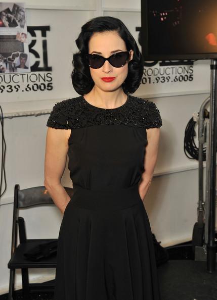 Flaviu Flash Fashion Dita Von Teese In Black Jenny Packham