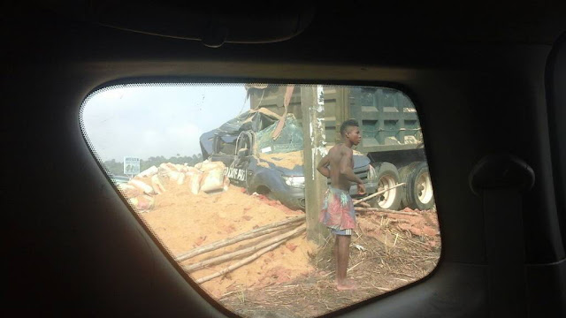 Men of the Nigeria police force escape death in Amadim Ukpor, Anambra state as a full loaded sand truck failed to climb a hilly road and resorted to uncontrollable reverse.