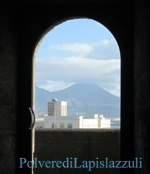 Il vulcano visto da Napoli