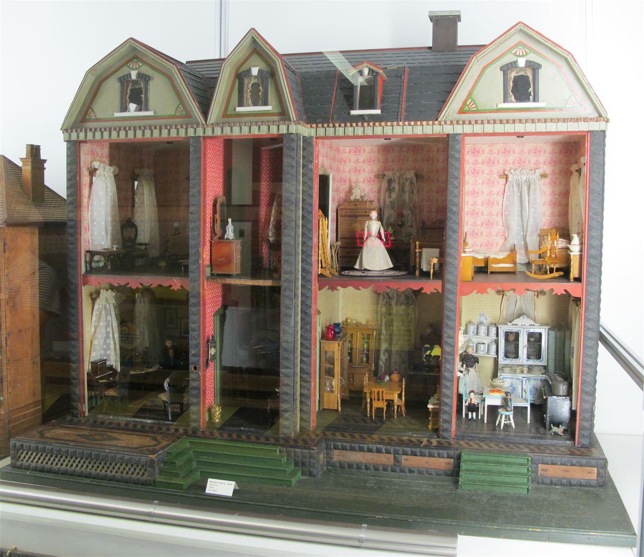 Susan S Mini Homes F A O Schwartz Mystery Dolls House