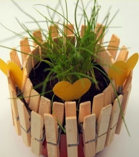 http://www.manualidadeson.com/macetas-de-exterior-con-latas-de-atun.html