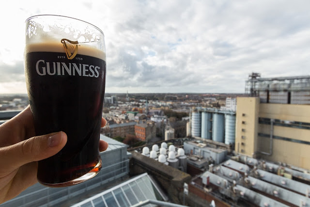 Pinta de Guinness en la fábrica Guinness Storehouse de Dublín