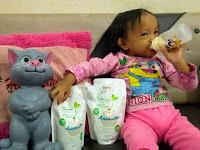 Mencuci Botol Dot Susu Anak