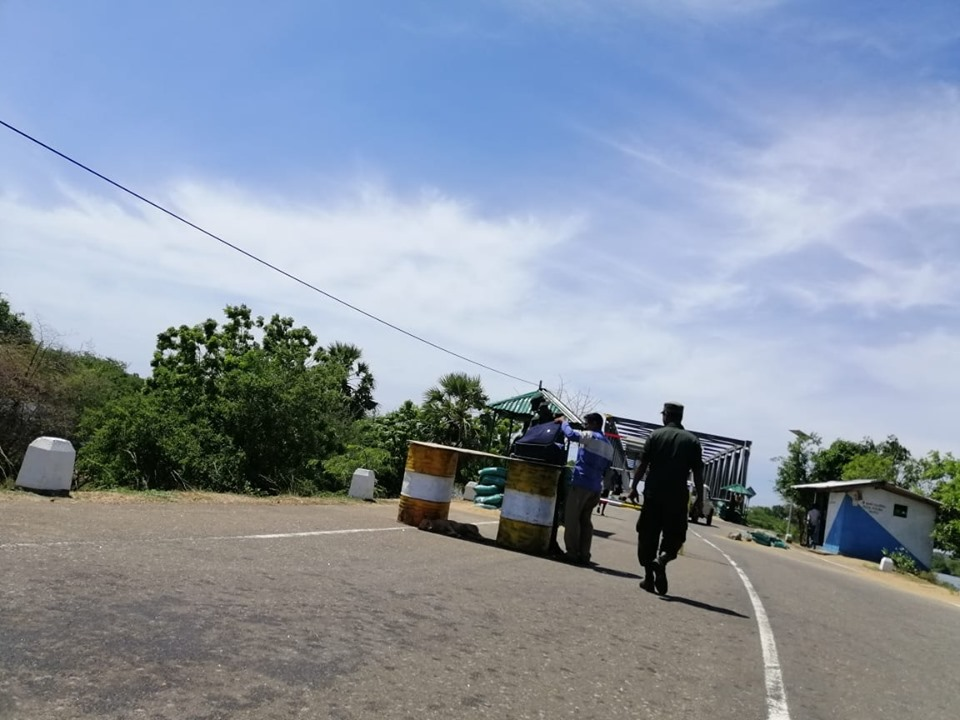 கன்னியா போராட்டத்திற்கு செல்லும் மக்களுக்கு சிறீலங்கா இராணுவம் மற்றும் பொலிசார் கெடுபிடி!!📷