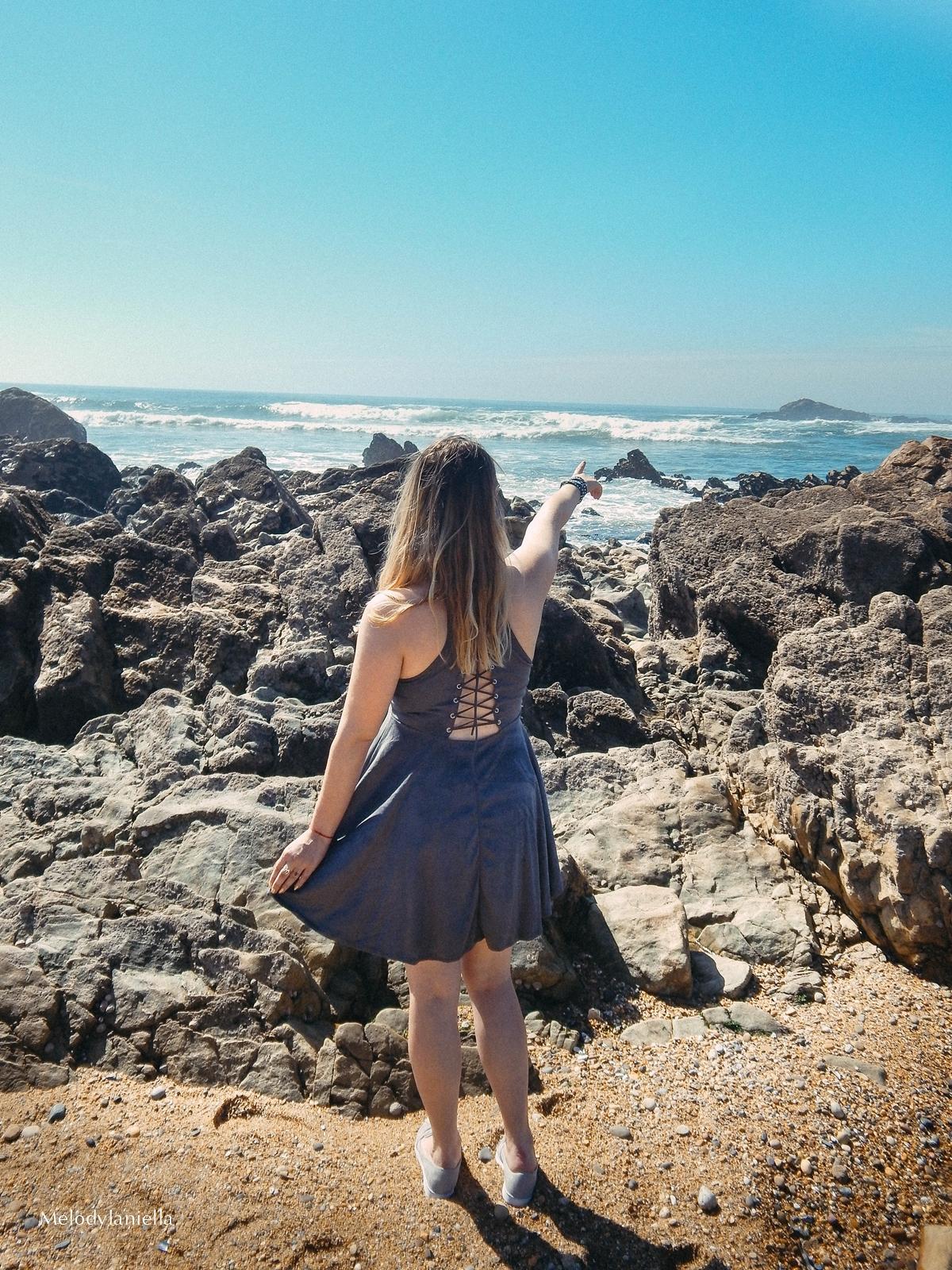 12a 12 stylizacja porto portugalskie plaże co zobaczyć w portugalii szara sukienka sznurowana na plecach sukienka z zamszu szare sukienki sznurowania jaka sukienka dla blondynek mini szare espadryle biżute