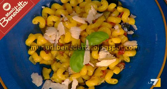 Pasta Alle Melanzane Con Pomodori Secchi La Ricetta Di Benedetta