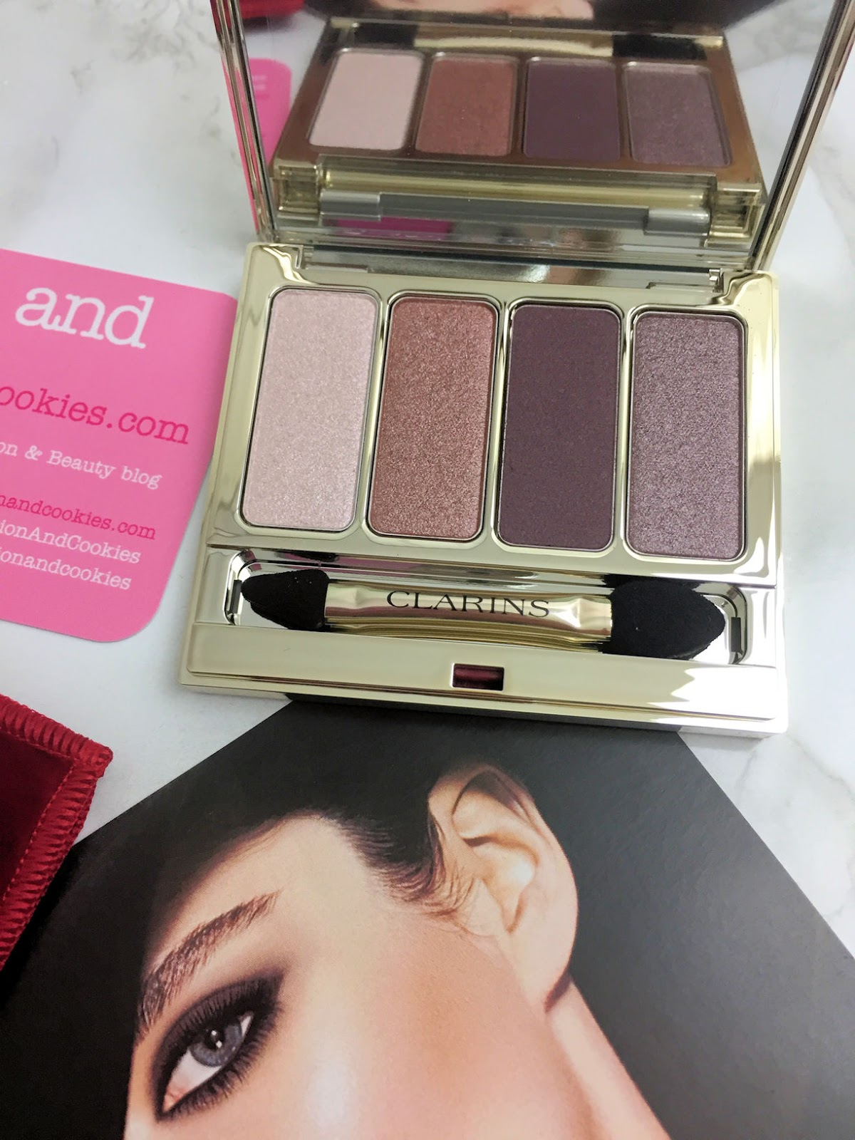 Clarins 4-couleurs eyeshadow palette on Fashion and Cookies beauty blog, beauty blogger