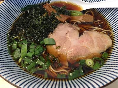 三軒茶屋にあるsirusi(しるし)の魚介そば(醤油)