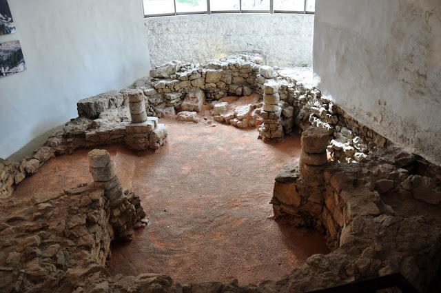 Trenczyn - relikty romańskiej rotundy na zamku