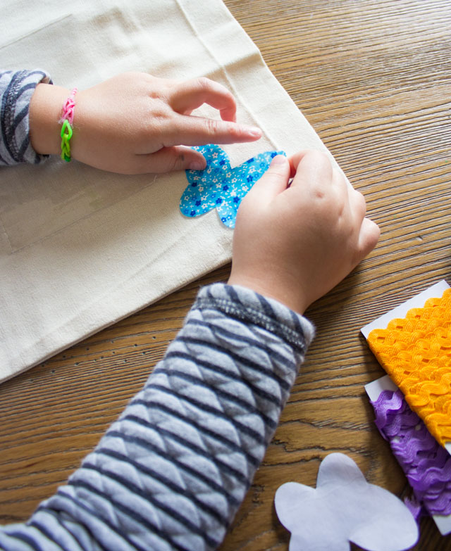 A fun no-sew kids craft - make DIY photo pillows for their bedroom!