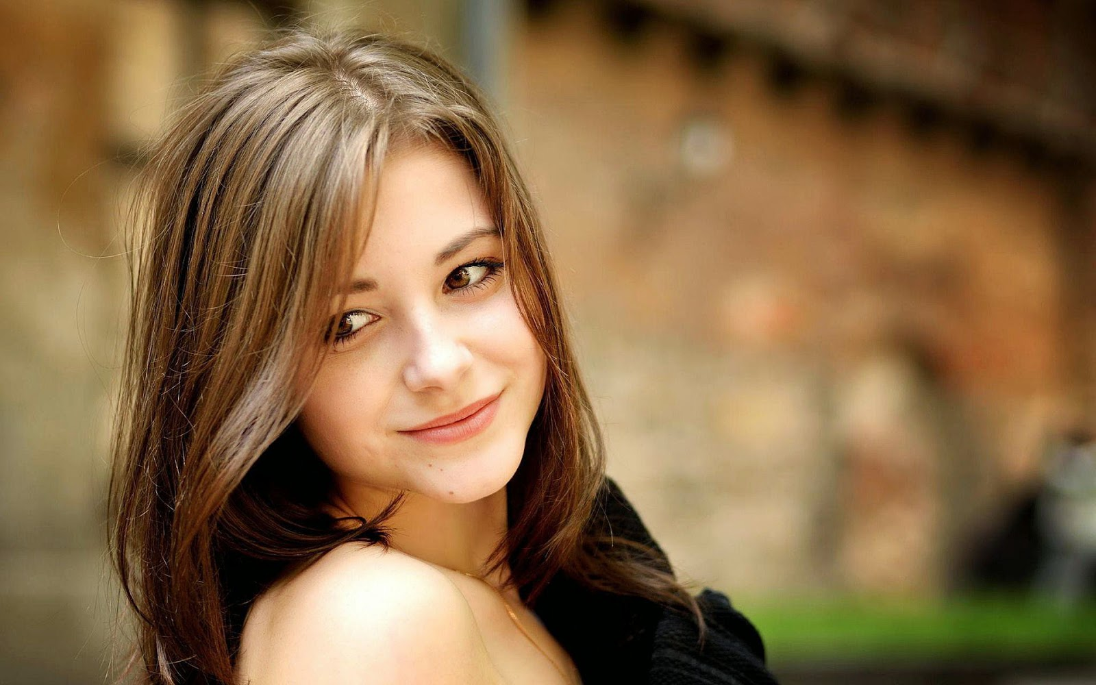 Beautiful Smile Wallpaper: Beautiful Girl Wallpapers HD And Pictures