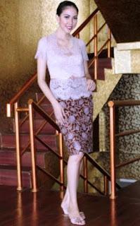 Baju batik kombinasi brokat untuk kondangan