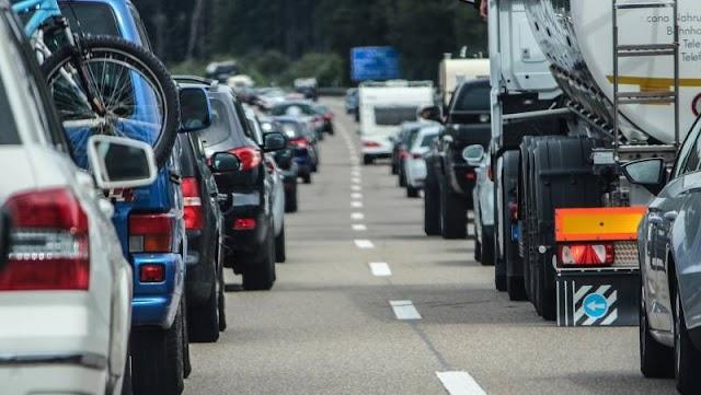 Torlódás alakulhat ki a röszkei és a csanádpalotai autópálya-határátkelőhelyeken