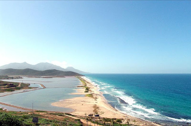 imagen playa en pampatar