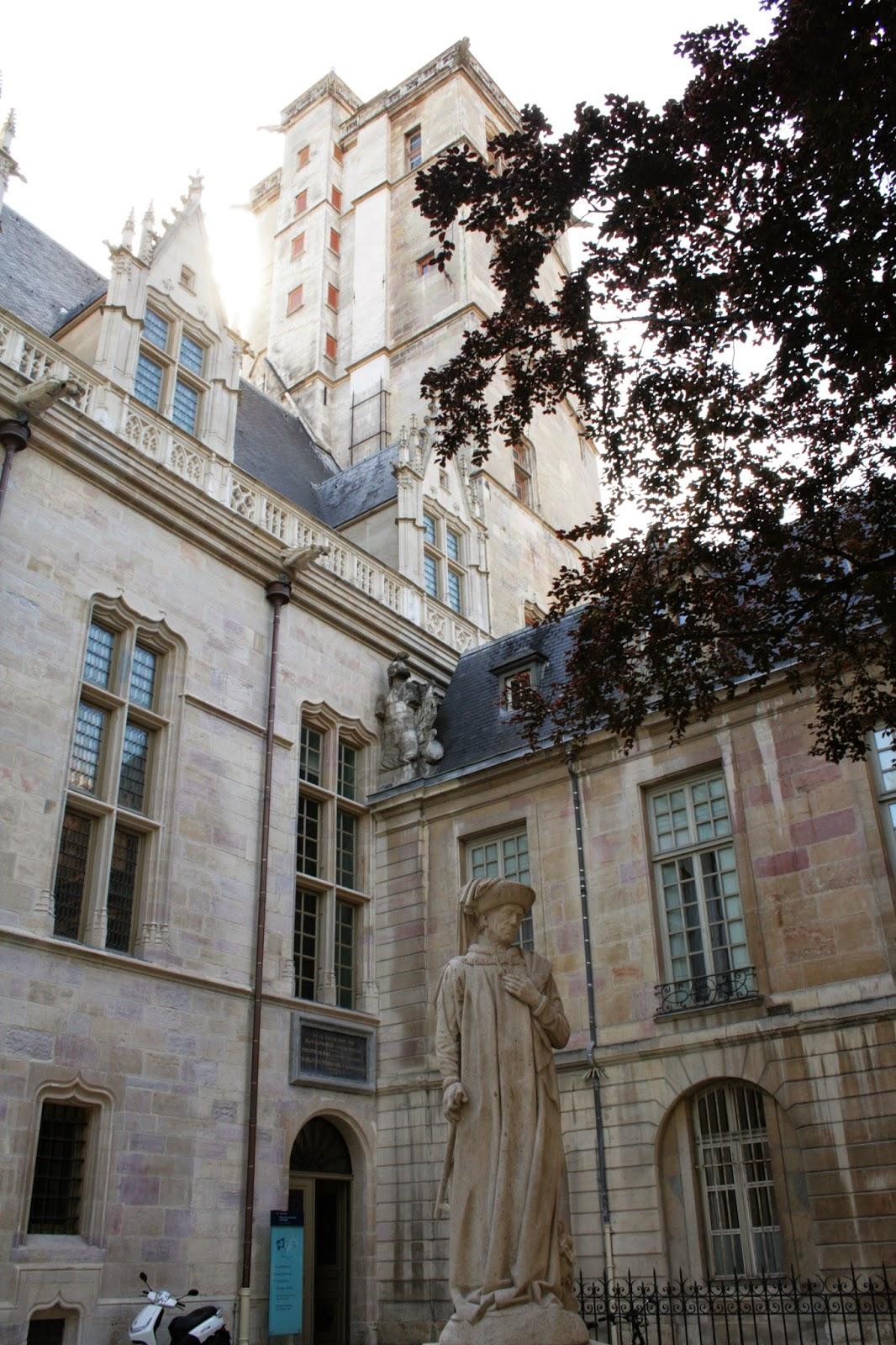 Tour et statue Philippe Le Bon