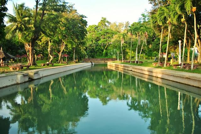Atrakcje Filipin - basen na najmniejszej wyspie Filipin