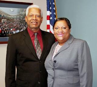 Congresista Hank Johnson y Natasha McCarthy de Vitiligo Bond Inc